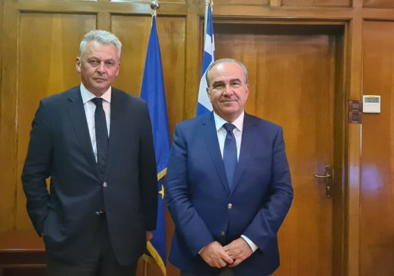 Συνάντηση του Υφυπουργού Ανάπτυξης & Επενδύσεων κ. Νίκου Παπαθανάση με τον Δήμαρχο Σοφάδων κ. Θάνο Σκάρλο
