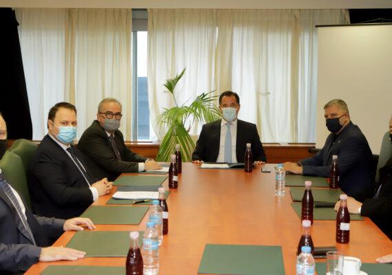Σύσκεψη της ηγεσίας του Υπουργείου Ανάπτυξης και Επενδύσεων με τον Περιφερειάρχη Αττικής, κ. Γ. Πατούλη και τον Πρόεδρο του Π.Ο.Σ.Π.Λ.Α , κ. Δ. Μουλιάτο για τις λαϊκές αγορές