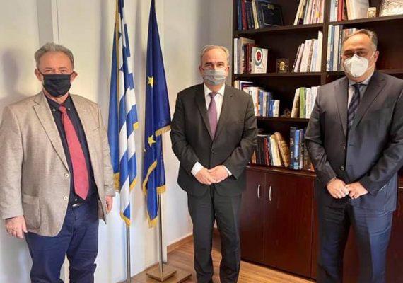 Συνάντηση του Αναπληρωτή Υπουργού Ανάπτυξης και Επενδύσεων με τον Πρόεδρο και τον Διευθυντή του Βιοτεχνικού Επιμελητηρίου Πειραιά