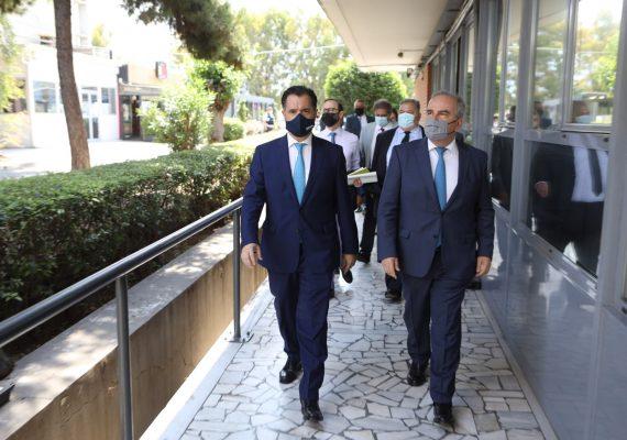 """Ο ΥΠΑΝΕΠ, κ. Άδωνις Γεωργιάδης και ο ΑνΥΠΑΝΕΠ, κ. Νίκος Παπαθανάσης στην παρουσίαση της νέας ψηφιακής πλατφόρμας του OKAA """"e-Λαχαναγορά"""""""