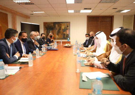 Ο Υπουργός Ανάπτυξης & Επενδύσεων, Άδωνις Γεωργιάδης συναντήθηκε με τον Υπουργό Επενδύσεων της Σαουδικής Αραβίας, Khalid bin Abdulaziz Al-Falih, παρουσία του Αν. Υπ., Ν. Παπαθανάση και των Υφυπουργών, Χρ. Δήμα και Ι. Τσακίρη